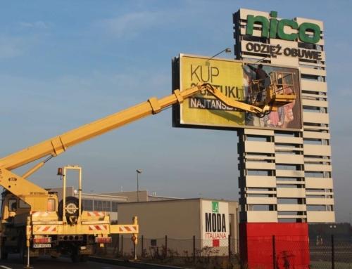 Zmiana reklamy na billboardzie