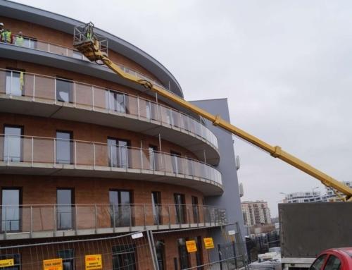 Prace poprawkowe na elewacji i balkonach